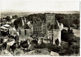 CPSM La Rochefoucauld 16. Cour Inférieure Et Château. Dentelée. 1957 - France