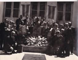 GRUPO GROUP FUNERAL TUMBA TOMBE. VINTAGE FOTO PHOTO ORIGINAL SIZE 24x18cm CIRCA 1950s-TBE- BLEUP - Personnes Anonymes