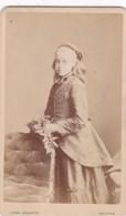 ANTIQUE CDV PHOTO. YOUNG LADY. LONG HAIR .  HALIFAX STUDIO - Photographs