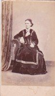 ANTIQUE CDV PHOTO. SEATED LADY. LONG DRESS/ MILNATHORT STUDIO - Photographs