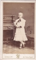 ANTIQUE CDV PHOTO. PRETTY SMALL GIRL . PARIS STUDIO - Photographs