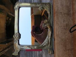 Ancien Très Jolie Miroir A Pied En Bronze 1930-1950 - Bronzes
