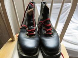 Ancienne Paire De Chaussures Moderne + ça Boite D'origine ! Manufacture De Chaussure De Sport Le Skieur  A. Payot Chamon - Chaussures