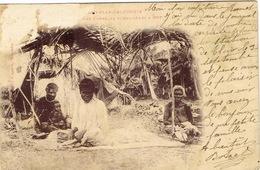 Nouvelle Caledonie New Caledonia Carte Postale Postcard  Habitation Kanak Pot Belep Femme Abimee Gauche Poro Thio Ut - New Caledonia