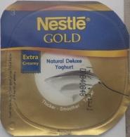 Egypt - Couvercle De Yoghurt Nestle Gold (foil) (Egypte) (Egitto) (Ägypten) (Egipto) (Egypten) Africa - Milk Tops (Milk Lids)