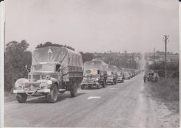 BRITISH ADVANCING CONTINUES IN NORMANDY  TOWN OF JURQUES FOTO DE PRESSE Brian L Davis Archive - Guerra, Militares