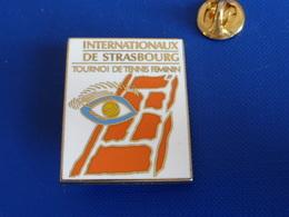 Broche Arthus Bertrand - Tournoi De Tennis Féminin - Internationaux De Strasbourg - Oeil Alsace (Z1) - Arthus Bertrand