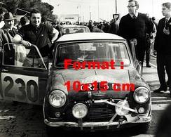 Reproduction D'une Photographie Ancienne De L'Austin Mini N°230 Au Rallye De Monte Carlo De 1966 - Repro's