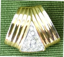 New Gold Plated Zircon Pendant Medallion, 14 Stones, 7.8 Grams - Zircon