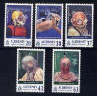 ALDERNEY - 116/120** - CASQUES DE SCAPHANDRES - Alderney