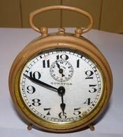 ANCIEN REVEIL SONNE FORT BAYARD / BE MAIS IL S' ARRÊTE AU BOUT D'UN MOMENT IL DOIT ETRE SALE A L'INTERIEUR - Alarm Clocks
