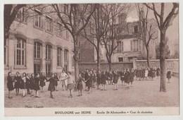 CPA 92 BOULOGNE SUR SEINE Ecole St Alexandre - Cour De Récréation - Boulogne Billancourt