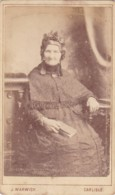ANTIQUE CDV PHOTO - SEATED OLD LADY HOLDING BOOK.  CARLISLE STUDIO - Photographs