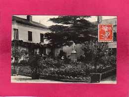 49 Maine Et Loire, Doué La Fontaine, Les Rècollets, Cour D'Honneur, Animée, Nonnes, () - Doue La Fontaine