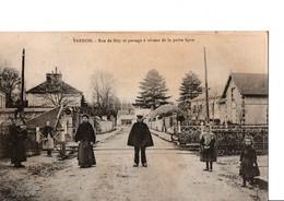 VERNON. - Rue De Bizy Et Passage à Niveau De La Petite Ligne. CPA Animé. En Très Bon état. Voir Scan. - Vernon