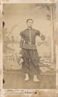 CDV Portrait Militaire En Pied - M. DELACRE - Shako - Par Emile JACOBY à Charleville (Ca 1865/1870) - Guerra, Militari