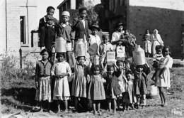 Afrique. Madagascar: Tananarive   Eau Courante Enfants Porteurs D'eau - Bidons  Huile Shell Et Mobiloil (voir Scan) - Madagascar