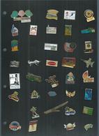 Lot De 113 Pin's Sur 3 Pages Dans Un Album - Pin's