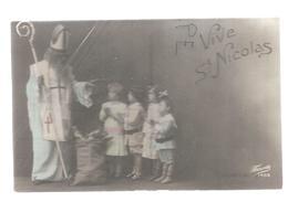 Le Grand Saint Nicolas, Mitre, Sac Au Sol, Bénit Quatre Enfants En Prière. - Saint-Nicolas
