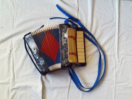 MINI-ACCORDEON . - . HERO. POUR ENFANT. FONCTIONNE A MERVEILLE - Muziekinstrumenten