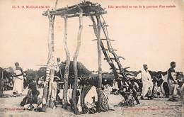 CPA - Madagascar - Bilo (sacrifice) En Vue De La Guérison D'un Malade - Madagascar
