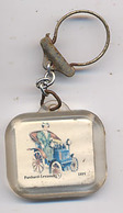 "{09895} Porte-clef "" Confiserie Fausta ""      "" En Baisse "" - Key-rings"
