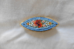 Broche Ancienne Dorée Ovale En Micro-mosaique De Venise Italie Millefiori Bleu Clair Motif Fleurs - Brooches