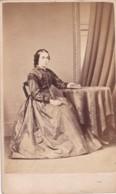 ANTIQUE CDV PHOTO -LADY SEATED AT TABLE. LONG FULL DRESS. KNIGHTSBRIDGE STUDIO - Photographs
