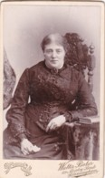 ANTIQUE CDV PHOTO - SEATED LADY. FANCY CHAIR.  BIRMINGHAM STUDIO - Photographs