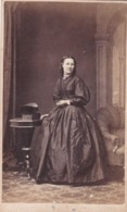 ANTIQUE CDV PHOTO - STANDIG LADY  . LONG FULL DRESS E. STUDIO - Photographs
