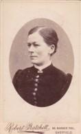 ANTIQUE CDV PHOTO - STERN LOOKNIG LADY. SHEFFIELD STUDIO - Photographs