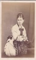 ANTIQUE CDV PHOTO - LADY LEANING ON CHAIR. EARRINGS. KNIGHTSBRIDGE STUDIO - Photographs