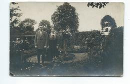 PHOTO 14 X 9 Cm...COUPLE Dans Un Jardin - Persone Anonimi