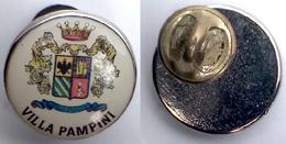 05326 PINS PIN'S ADVERTISING PUB ITALIAN WINE BRAND PRODUTTORI VINO VILLA PAMPINI PUGLIA - Pin's