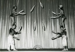 France Music Hall Cirque Artiste Acrobate Jongleurs Les Rolandi Ancienne Photo 1950 - Professions