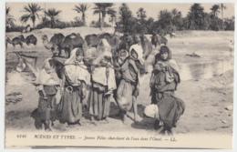 Jeunes Filles Cherchant De L'Eau Dans L'Oued - Scènes & Types