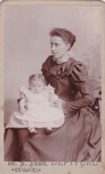 ANTIQUE CDV PHOTO - MOTHER WITH BABY.  DEPTFORD STUDIO - Photographs