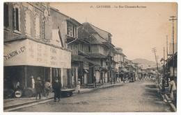 CPA - CAYENNE - La Rue Chaussée-Sartines (Enseigne Tanon Et Cie, Service De Bateau à Vapeur) - Cayenne