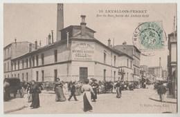 CPA 92 LEVALLOIS PERRET Rue Du Bois , Sortie Des Atelers Gellé - Levallois Perret