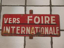 TOP - RARE - Plaque De Ligne De Tram En Métal Peint, Tramway - LIEGE Exposition Internationale De L' Eau En 1939 - Plaques D'immatriculation