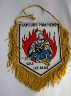FANION DE VOITURE (BI FACE) DES SAPEURS POMPIERS VALS LES BAINS 07600 ETAT EXCELLENT - Drapeaux