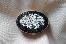 Grande Boite A Pilules Ancienne Dorée Ovale En Micro-mosaique De Venise Italie Millefiori Noire Motif Fleurs - Boxes