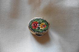 Boite A Pilules Ancienne Dorée Ovale En Micro-mosaique De Venise Italie Millefiori Verte Motif Fleurs - Boxes