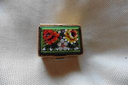 Boite A Pilules Ancienne Dorée Rectangulaire En Micro-mosaique De Venise Italie Millefiori Verte Motif Fleurs - Boxes