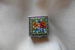 Boite A Pilules Ancienne Argentée Carrée En Micro-mosaique De Venise Italie Millefiori Verte Motif Fleurs - Boxes