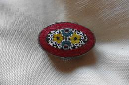 Boite A Pilules Ancienne Argentée Ovale En Micro-mosaique De Venise Italie Millefiori Rouge Motif Fleurs - Boxes