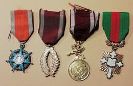 Lot De 4 Medailles - Army & War