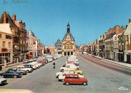 Peronne - Place Du Commandant Louis Daudré ( Voitures Dauphine, Renault 4L ...) - Peronne