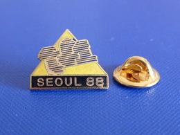 Pin's Télévision TF1 - Séoul 88 - Jeux Olympiques 1988 Corée Du Sud (RA3) - Médias