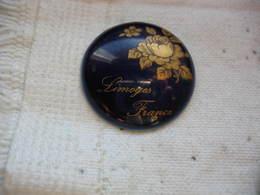 Pin's Porcelaine De LIMOGES France - Animaux